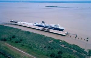 RoRo_ship_Ville_de_Bordeaux_in_Pauillac